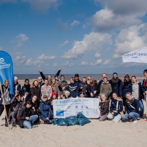 Unter tätiger Mithilfe von Schülern reinigten die 30 Helfer einen Strandabschnitt auf Sylt.