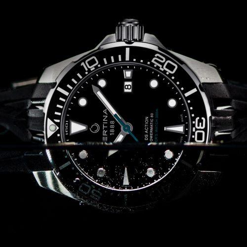 Die DS Action Diver von Certina ist wasserdicht bis 30 Bar, das entspricht dem Druck in 300 Meter Tiefe.