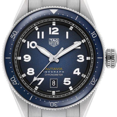 Die Autavia von TAG Heuer mit blauem Blatt am Edelstahlarmband plus NATO-Armband kostet 3.600 Euro.