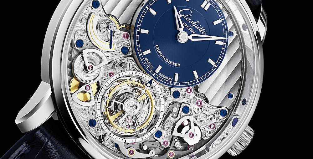 Das Tourbillon des Senator Chronometer von Glashütte Original ist fliegend gelagert.