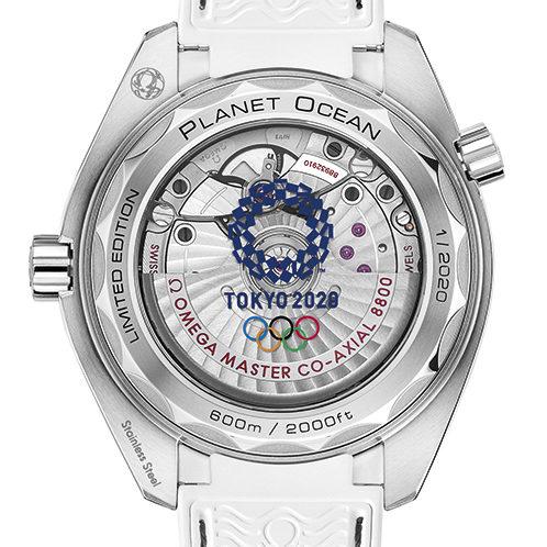 Das Logo der olympischen Spiele in Tokyo 2020 ziert den Saphirglasboden.