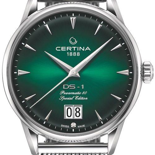 Das Zifferblatt der DS-1 Big Date Powermatic 80 von Certina mit Farbverlauf von Schwarz nach Grün.