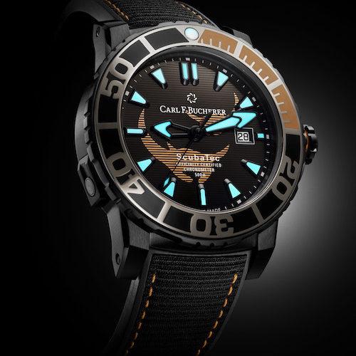 Indizes und Zeiger der Patravi Scubatec Black Manta Special Edition sind mit Leuchtfarbe belegt.