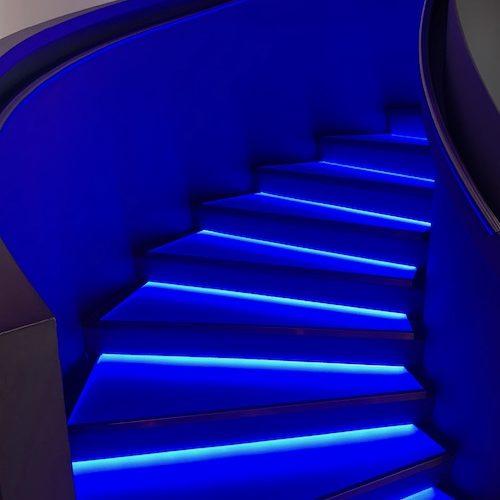 Die 24 Stufen der Museumstreppe stehen für die 24 Stunden des Tages.