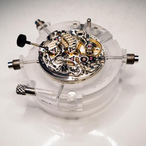 Das Datographenwerk unter dem Mikroskop.