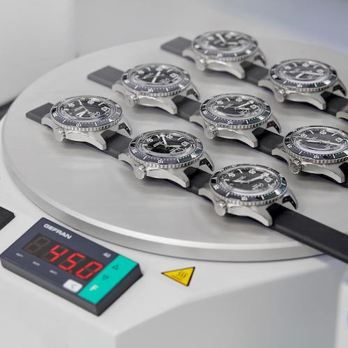 Die Taucheruhren werden bis zu 45 Grad Celsius erhitzt.