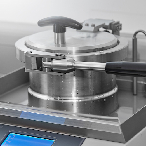 In einer zweiten Phase wird auf einen leichten Überdruck von 0,3 Bar getestet.