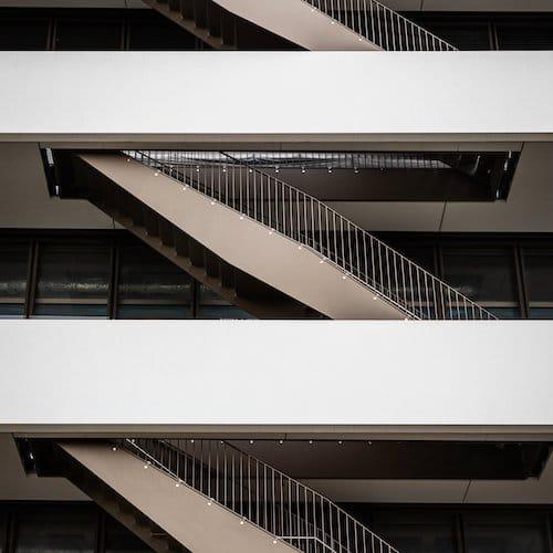 Die Treppen sollen an New Yorker Feuerleitern erinnern.